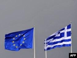Zastave EU i Grčke u Atini, 10. oktobar 2011.