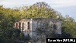 Развалины усадьбы Кокораки