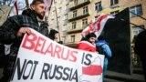 Акція «Білорусь – це не Росія» біля посольства Білорусі, Київ, 7 грудня 2019 року