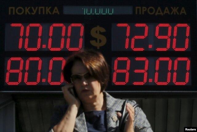 Падение курса рубля стало одним из главных симптомов российского кризиса