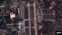 Спутниковый снимок авиабазы в Латакии