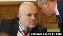 Иван Гешев разговаря с председателя на ДАНС Димитър Георгиев (архивна снимка).