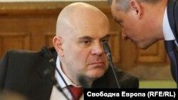 Иван Гешев и председателят на ДАНС Димитър Георгиев по време на парламентарно изслушване