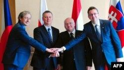 Мартін Стропніцький, Томаш Сємоняк, Чаба Генде і Мартін Ґлвач (л -> п) на зустрічі у Вишеграді, 14 березня 2014 року