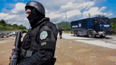 U policijsku akciju pretresa i kontrole na tri lokacije na severu Kosova bilo je uključeno oko 100 policijskih službenika