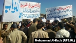 متظاهرون في الموصل يطالبون بعمل