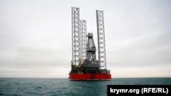 Бурова установка «Незалежність» компанії «Чорноморнафтогаз», Чорне море поблизу Криму, архівне фото, 2012 рік