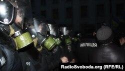 """Бойцы спецназа """"Беркут"""" в оцеплении на улицах Киева"""