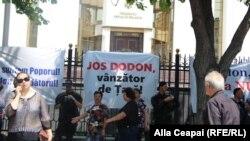Proteste sterile ale Partidului Democrat condus de Vlad Plahotniuc