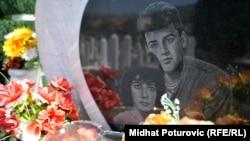 """Mjesto vječnog počivališta Admire Ismić i Boška Brkića na sarajevskom groblju """"Lav"""""""