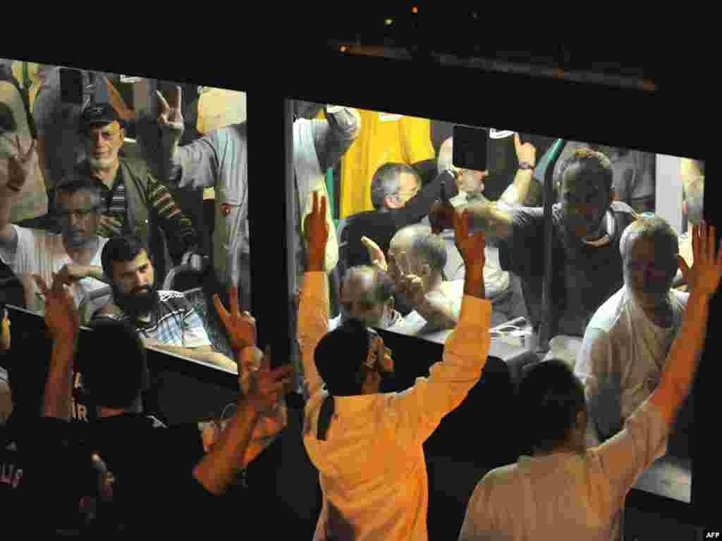 Турэччына. Дэманстранты скандуюць антыізраілськія лёзунгі ў аэрапорце падчас сустрэчы дэпартаваных з Ізраілю турак.