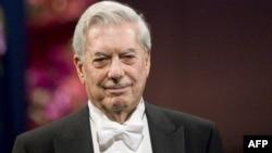 Mario Vargas Llosa la Stockholm la ceremonia de primire a premiului Nobel în 2010