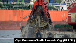Китайська компанія China Harbour Engineering Company Ltd. (CHEC) поглиблює дно в українському порту