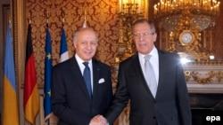 Laurent Fabius (solda) rusiyalı həmkarı Sergei Lavrov ilə, arxiv fotosu