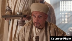 "Сэр Бен Кингсли ""Табиб"" фильмида Ибн Сино ролини ижро этган."