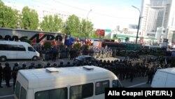 Demonstrații la sediul companiilor lui Vlad Plahotniuc din Chișinău