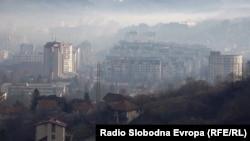 Smog lies over the Bosnian city of Tuzla. (file photo)