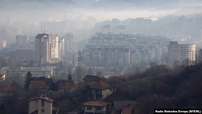 Smog lies over the Bosnian city of Tuzla. (file photo)
