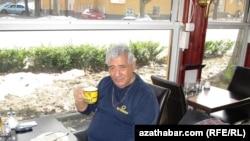 Sweden -- Turkmen poet Shiraly Nurmyrat in exile