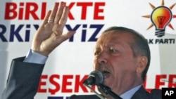 Premierul Recep Tayyip Erdogan adresîndu-se susținătorilor săi la Ankara
