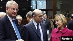 Швеция, Франция және Хорватияның сыртқы істер министрлері Еуропа Одағы елдері сыртқы істер министрлерінің жиынына қатысып тұр. Брюссель, 23 қаңтар 2012 жыл.