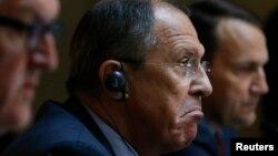 Министр иностранных дел ФРГ Штайнмайер, глава МИД РФ Лавров и глава польской дипломатии Сикорский