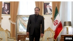 علی شمخانی که از جمله مبلغان سادهزیستی بوده، اکنون متهم به رانتخواری خانوادگی شده است.