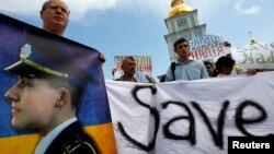Pamje nga protestat për lirimin e pilotes ukrainase, Savchenko.