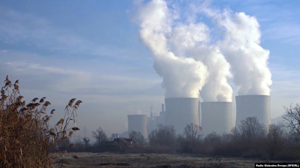 Coal-fired coal plants leave much of the Balkans prone to chronic air pollution. (file photo)