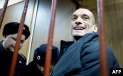Петро Павленський у суді. Лютий 2016 року