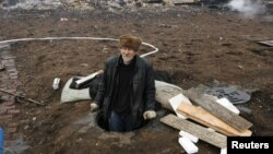 Өрттөн аман калган адам. Шыра кыштагы. Хакасия. 13-апрель 2015