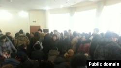 """""""Каспи банктегі"""" кезек. Астана, 18 ақпан 2014 жыл. Сурет Фейсбук әлуметтік желісінен алынды."""