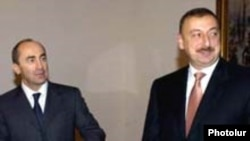 Ermənistan prezidenti Robert Koçaryan və Azərbaycan prezidenti İlham Əliyev