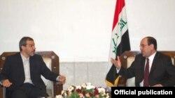 حسن دانایی فر (سمت چپ) همراه نوری مالکی، نخست وزیر عراق