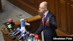 Арсеній Яценюк під час відкриття «свого» засідання опозиції в залі Верховної Ради