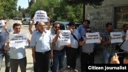 «Qasid» mətbuat yayım» qarşısında etiraz aksiyası. Foto: Azadlıq Qəzeti