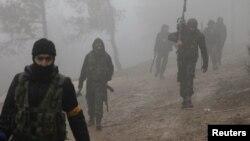 Бурсая жотасы маңында соғысып жүрген Түркия қолдайтын Сирия еркін армиясының жасақтары. Сирия, 23 қаңтар 2018 жыл.