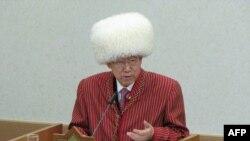 Ban Ki-Mun, Baş sekretar hökmünde, Türkmenistana üç gezek sapar etdi. Onuň geçen ýyldaky sapary doglan gününe gabat geldi. 13-nji iýun, 2015
