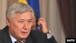 Ukrainian Defense Minister Yuriy Yekhanurov