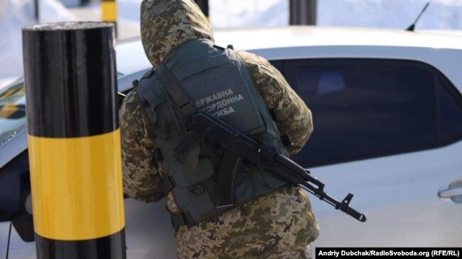 Прикордонник на пункті пропуску «Гоптівка», Харківська область, 2 березня 2018 року