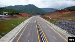 "Autostrada ""Rruga e Kombit"""