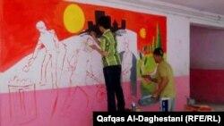 شباب يلونون جدران مدارسهم من اجل السلام (من الارشيف)