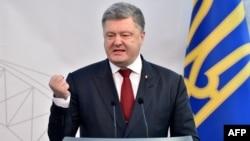 Петро Порошенко заявив, що Україна використовує для цього механізм міжнародних судів і міжнародної юстиції