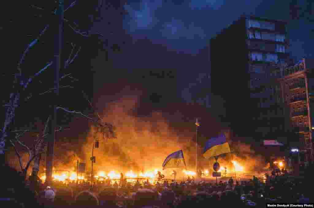 Баррикады на улице Грушевского. 23 января 2014 года.