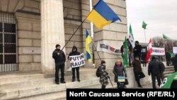 Протестующие против визита Владимира Путина в Вене (архивное фото)
