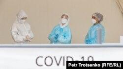 Олмаотадаги коронавирусга анализ олувчи марказ.