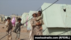 Pakistan -- Pashtoonkhwa: IDPs from tribal areas in Jalozo camp, 2007