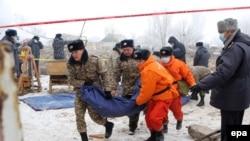 Поисково-спасательные работы на месте падения грузового самолета под Бишкеком