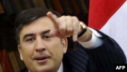 ميخائيل ساکاشويلی با کسب ۵۲.۸ درصد از آرا دوباره به عنوان رييس جمهوری گرجستان انتخاب شد.
