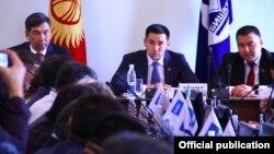 Бишкектин мэри Азиз Суракматов жана шаардык кеңештин төрагасы Жаныбек Абиров.